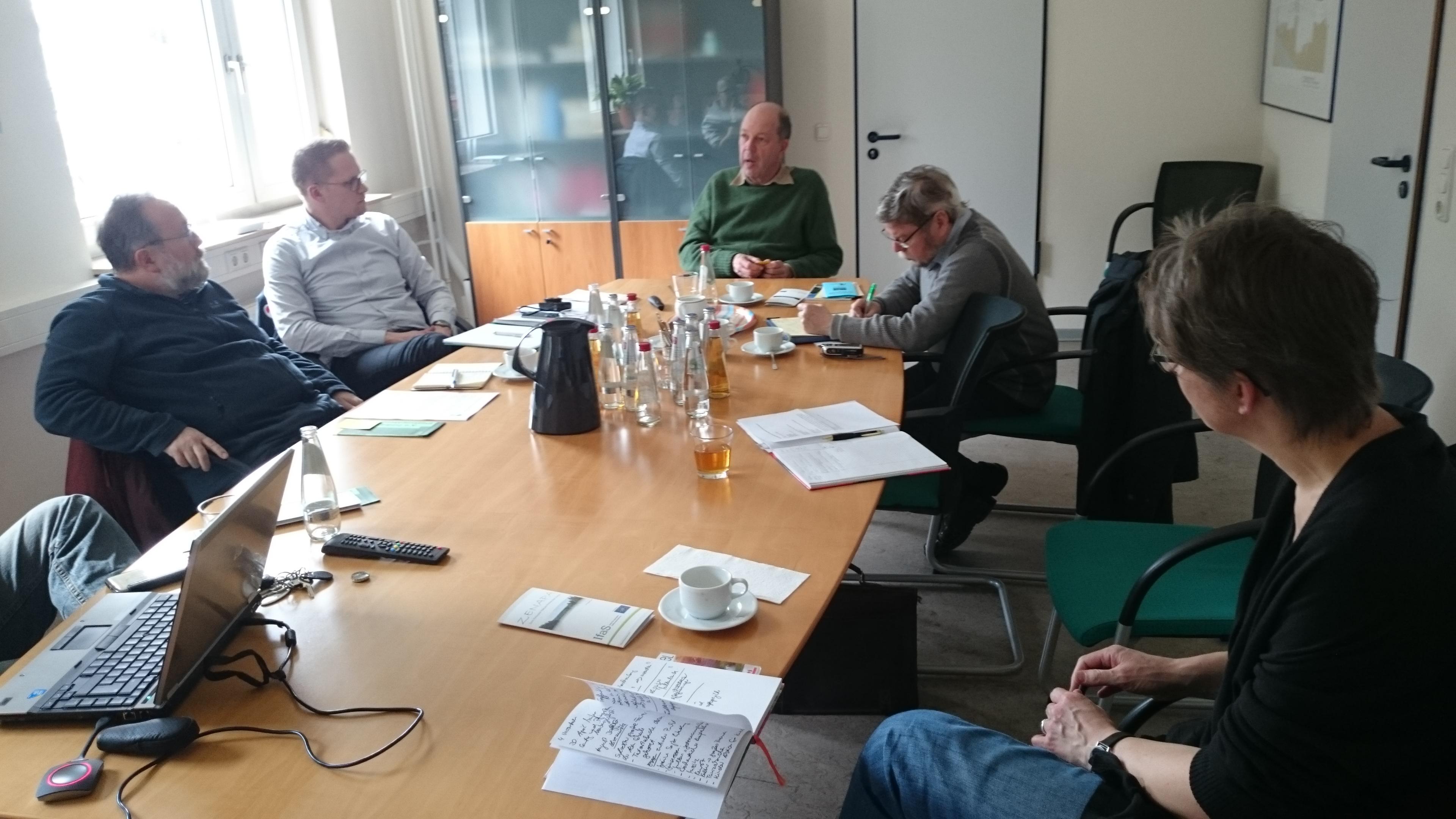 Wolf und Haas vom Umweltinstitut Leipzig, Wagner vom Regionalmanagement Leipziger Muldenland und Simmler vom Geopark Porphyrland besuchen das Marburger Land