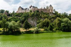 Burg Mildenstein, erbaut auf und aus Leisniger Porphyr. Foto: M. J. Kellner