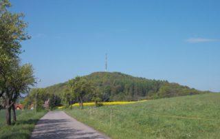 Blick auf den Collmberg von Wermsdorf aus, Foto: J. Waller
